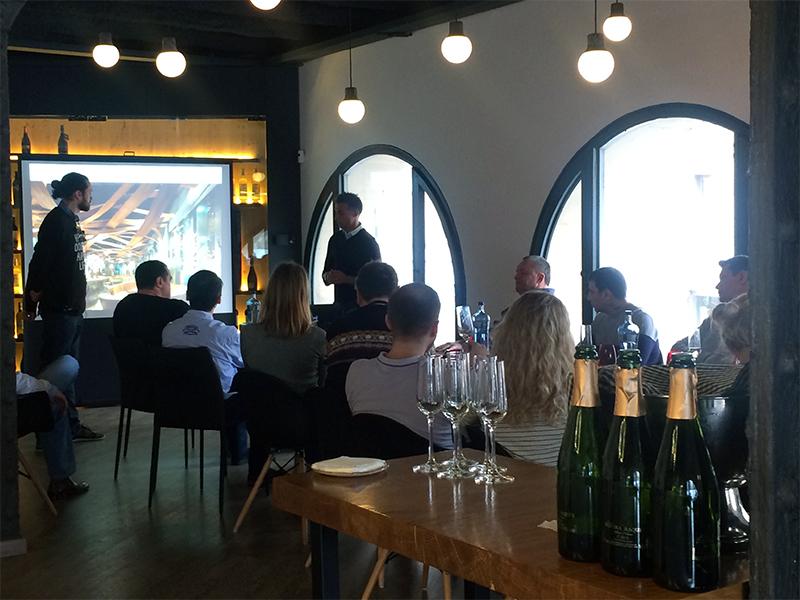 Sala de reuniones en Barcelona_ presentacion resultados empresa
