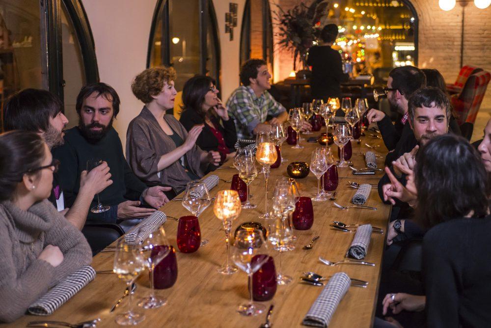 Invitados a la mesa